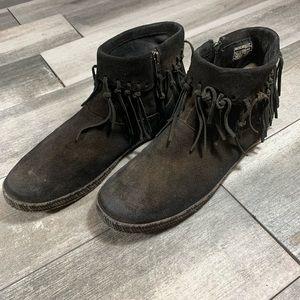{UGG} Shenandoah fringed boots